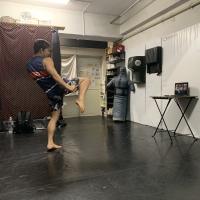 横浜の総合格闘技&キックボクシング&柔術 リバーサルジム「グランドスラムオンラインレッスン」 脂肪燃焼キックエクササイズサムネイル画像1