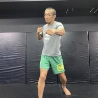 横浜の総合格闘技&キックボクシング&柔術 リバーサルジム「グランドスラムオンラインレッスン」 一畳スペースでOK!お家キックサムネイル画像1
