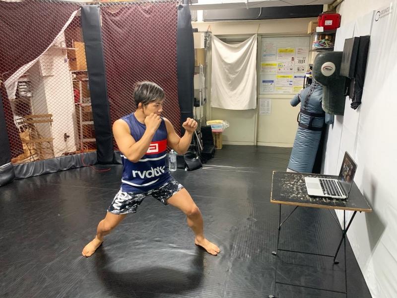横浜の総合格闘技&キックボクシング&柔術 リバーサルジム「グランドスラムオンラインレッスン」 お家でキック画像1
