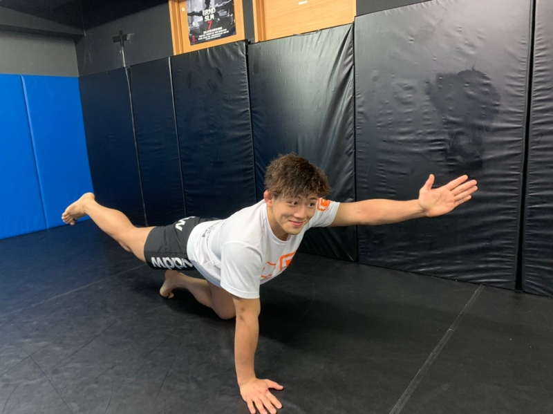 横浜の総合格闘技&キックボクシング&柔術 リバーサルジム「グランドスラムオンラインレッスン」 RIZINファイターの自重トレーニング画像1