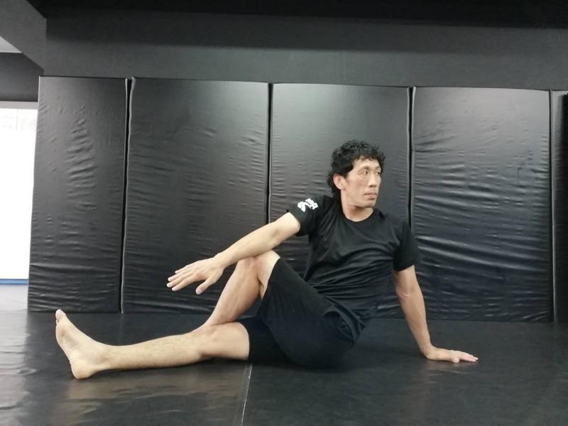 横浜の総合格闘技&キックボクシング&柔術 リバーサルジム「グランドスラムオンラインレッスン」 朝のアクティブストレッチ画像1